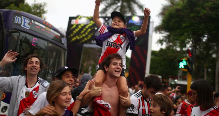 Hinchas de River Plate en Lima, Perú