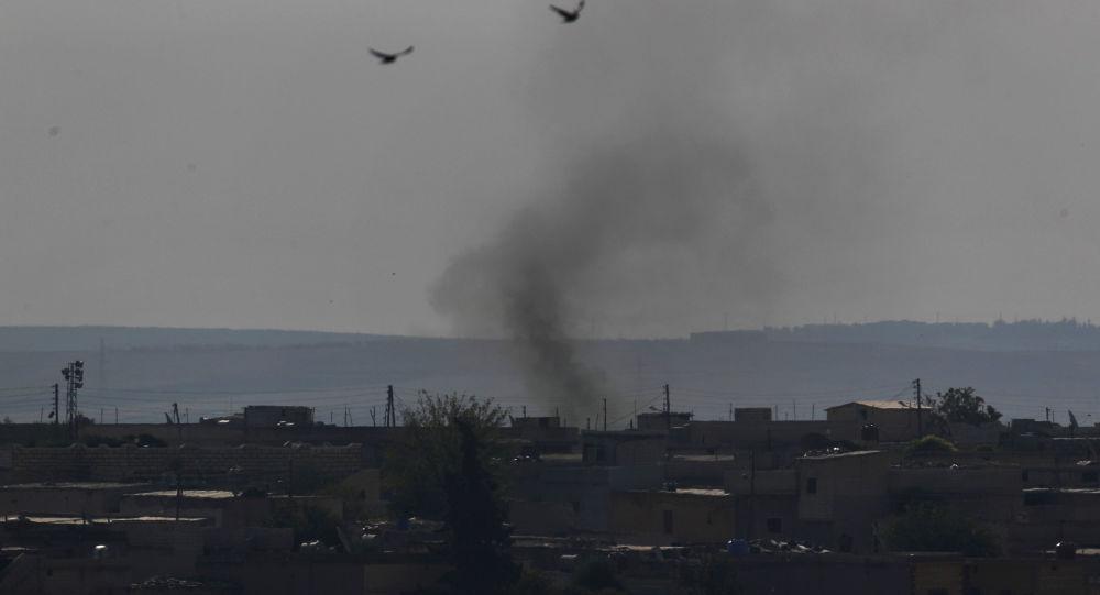 Humo en la ciudad siria de Tel Abiad