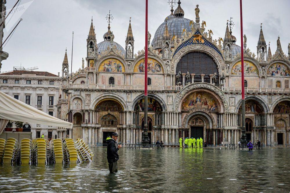 La inundada plaza de San Marcos en Venecia.