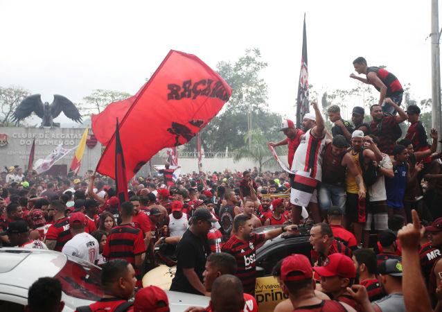 Los hinchas del Flamengo celebran