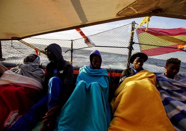 Migrantes en el barco de Open Arms