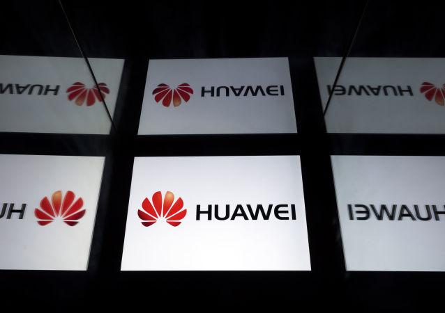 Logotipo de Huawei en una tableta