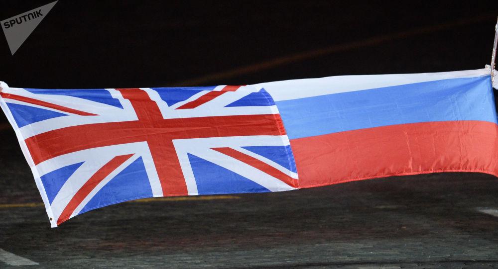 Las banderas de Reino Unido y Rusia
