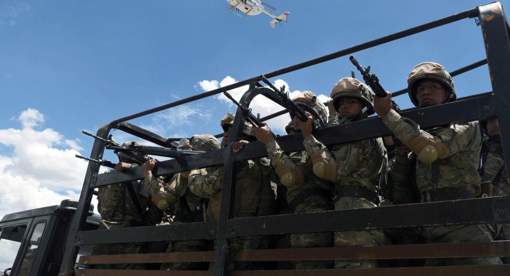 Militares bolivianos en Cochabamba, Bolivia