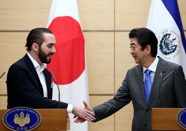 El presidente de El Salvador, Nayib Bukele, y el primer ministro de Japón, Shinzo Abe