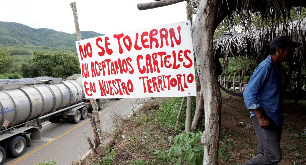 Un mensaje para los carteles en un municipio de México
