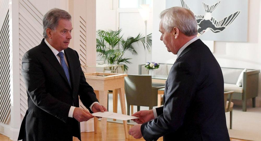 El presidente de Finlandia, Sauli Niinisto, con el primer ministro, Antti Rinne