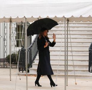 Melania Trump antes de partir hacia la Cumbre de líderes de la OTAN a celebrarse en Watford, Reino Unido