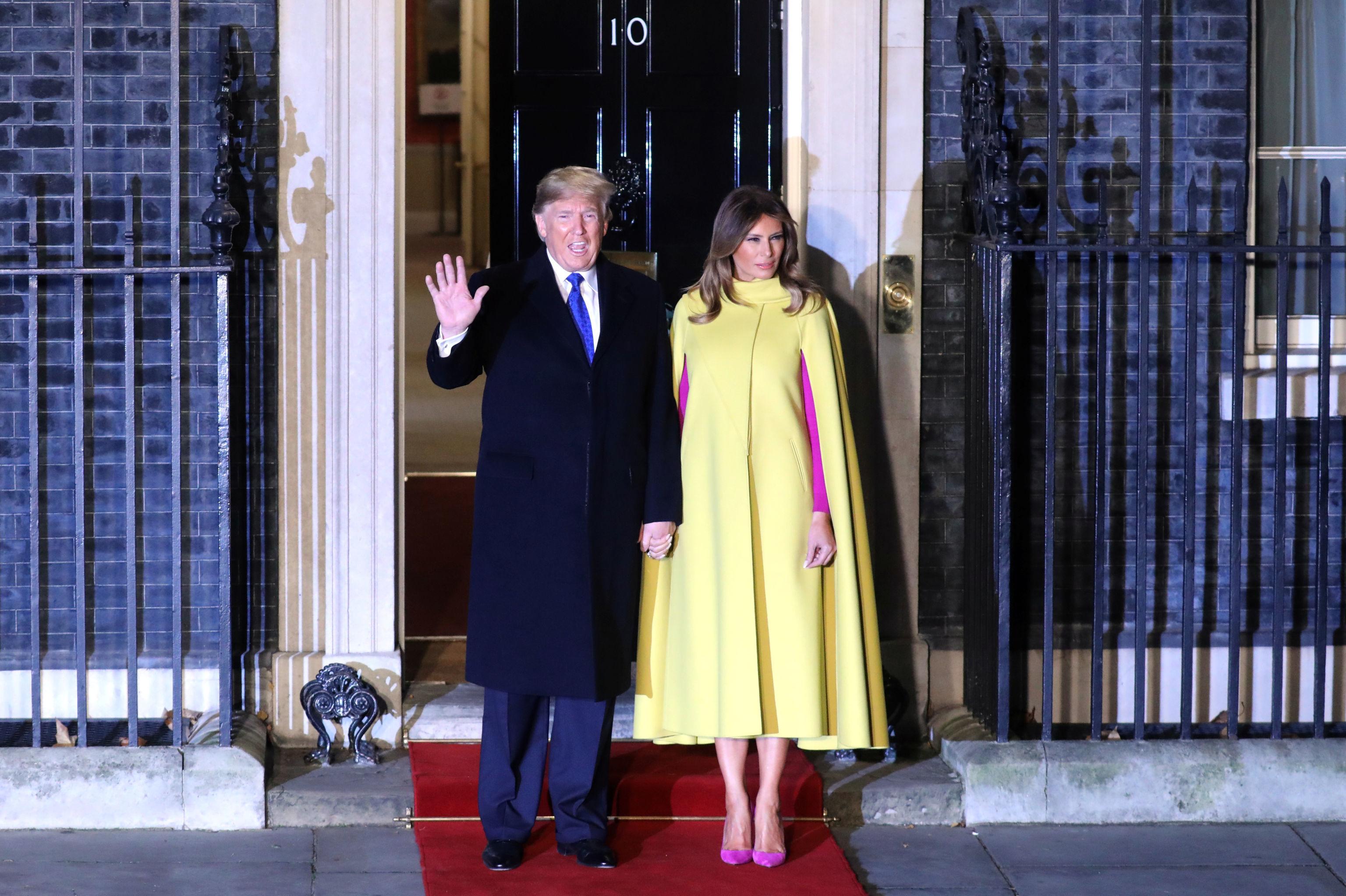 El presidente de EEUU Donald Trump junto a la primera dama Melania Trump a su llegada a la recepción en Downing Street por el aniversario 70 de la OTAN
