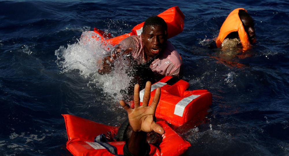 Cerca de 60 inmigrantes muertos tras naufragio en el Atlántico