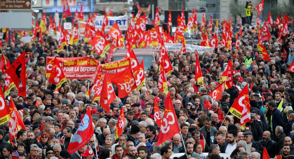 Franceses marchan contra la reforma de pensiones en Marsella