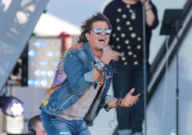 El cantante colombiano Carlos Vives durante un concierto