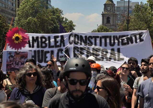 Marcha en reclamo de una asamblea constituyente para cambiar la constitución de Chile
