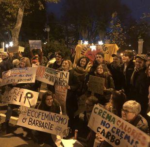 Decenas de miles de personas se unen a los jóvenes en la marcha por el clima en Madrid