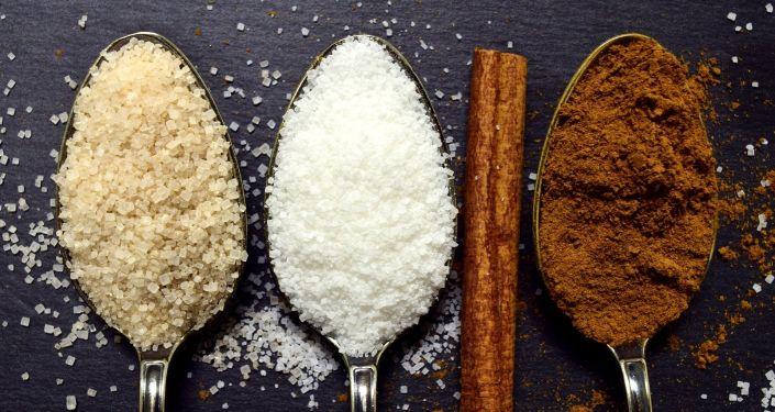 Cucharadas de azúcar (imagen referencial)