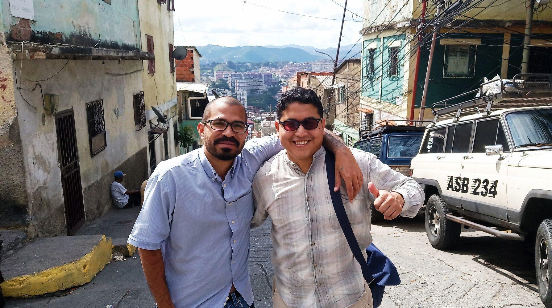 Jesús Reyes (izq.) y Víctor Hugo Rivera (der.) en la Comuna Socialista Altos de Lídice
