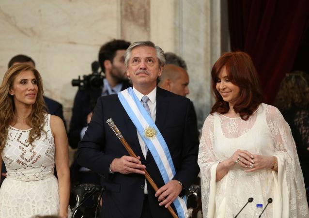 El presidente argentino Alberto Fernández junto a la vicepresidenta Cristina Fernández
