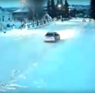La explosión de un meteorito ilumina la noche en Siberia