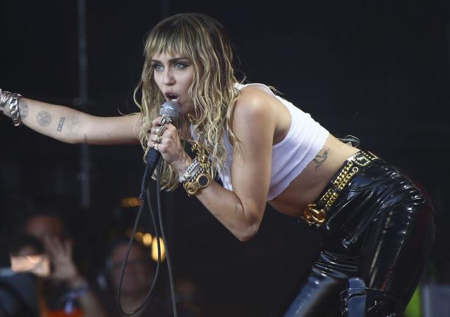 Miley Cyrus, cantante y actriz estadounidense