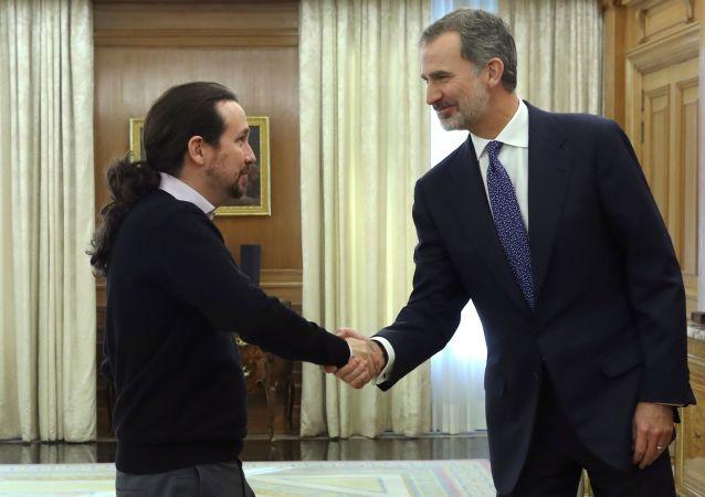 El secretario general del partido español Podemos, Pablo Iglesias, y el Jefe del Estado, el monarca Felipe VI