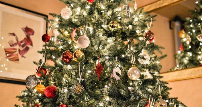 Un árbol de navidad, referencial