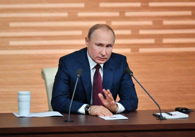 El presidente ruso, Vladímir Putin, responde las preguntas durante la gran rueda de prensa 2019