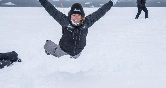 Volando en la nieve - Evguenia Alechine
