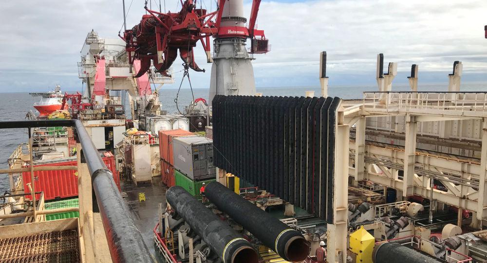 El barco de Allseas coloca tuberías para el gasoducto Nord Stream 2
