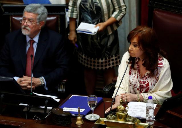 Cristina Fernández, vicepresidenta de Argentina, durante el debate sobre la Ley de Emergencia
