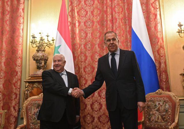 Ministro de Exteriores de Siria, Walid Mualem y su par de Rusia, Serguéi Lavrov