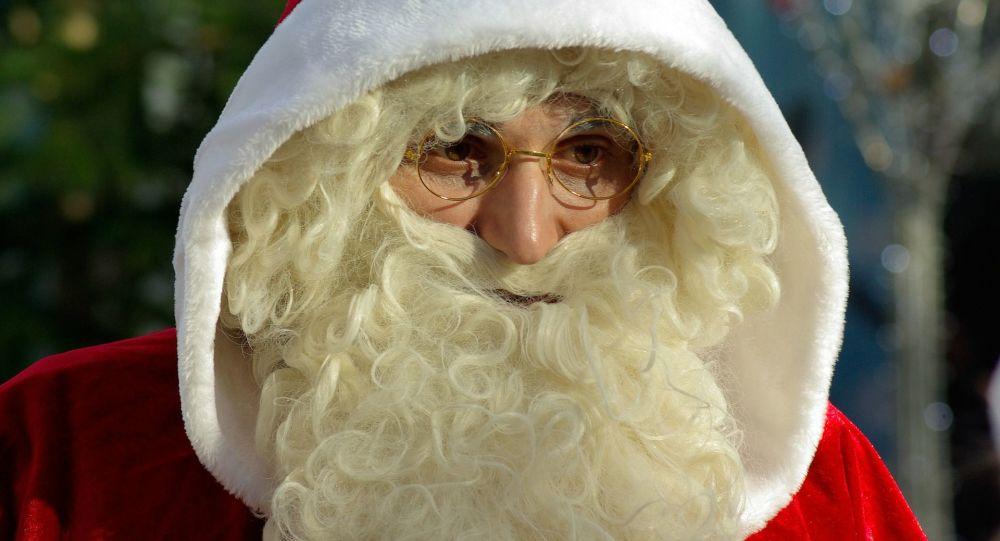 Un hombre disfrazado de Papá Noel. Imagen referencial