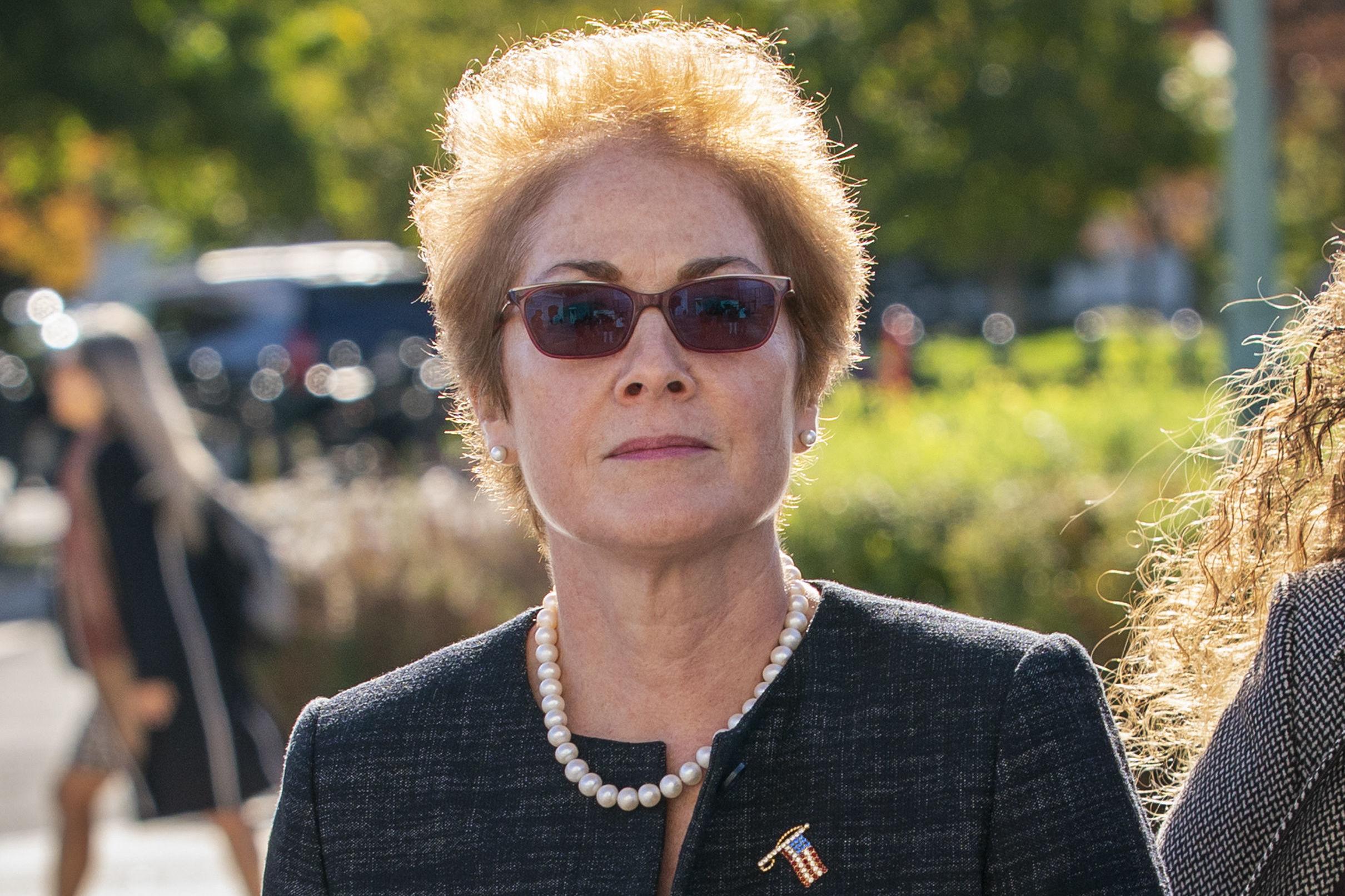 Marie Yovanovitch ejerció como embajadora de EEUU en Kiev desde agosto de 2016 hasta mayo de 2019, cuando fue depuesta por iniciativa de Donald Trump, acusada de ser desleal con su Administración