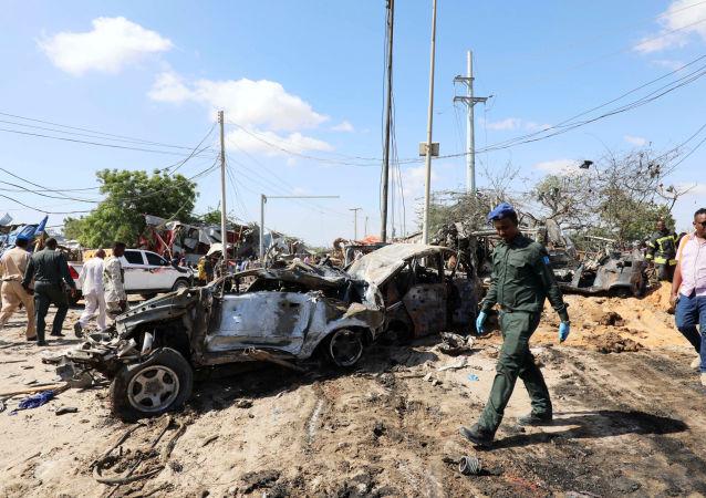 El lugar de la explosión de un coche bomba en Somalía (archivo)