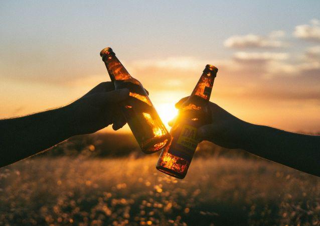 Unas botelllas de cerveza