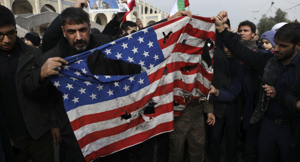 Manifestantes iraníes protestan contra el asesinato de general iraní Qasem Soleimani