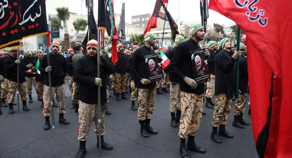 Los soldados iraníes en la ceremonia de despedida del general Soleimani