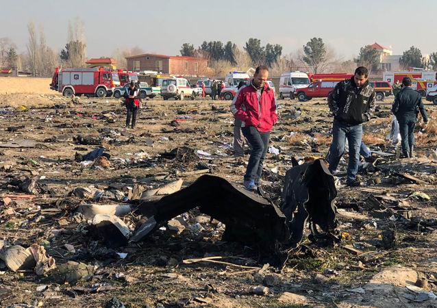 Restos del avión siniestrado en Teherán, Irán