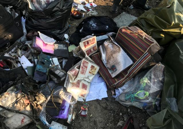 Partes del equipaje de los pasajeros del avión ucraniano siniestrado en Irán