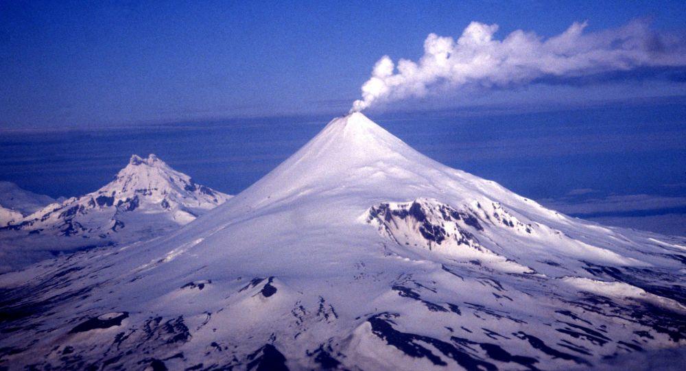 VIRAL: Comparten imágenes de la actividad del volcán Shishaldin en Alaska