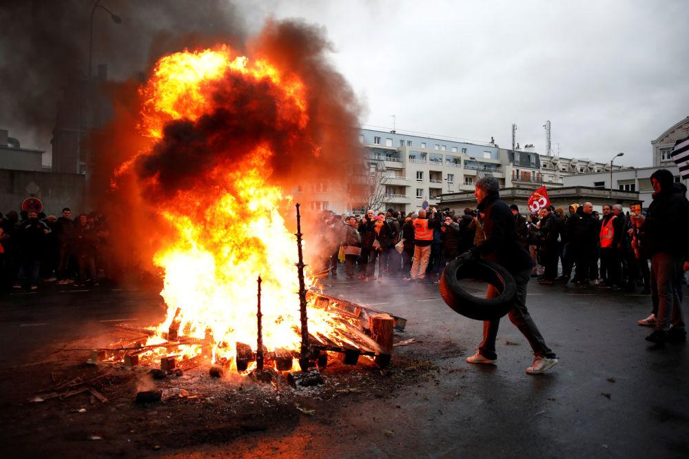 Incendios, protestas y navidades: las fotos más impactantes de la semana