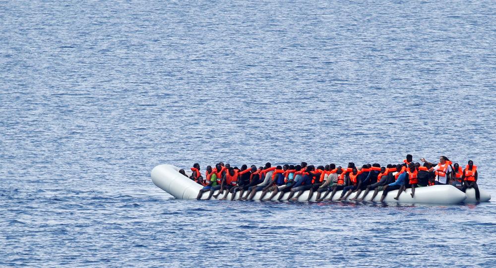 Los migrantes en el barco en el Mediterráneo (archvio)