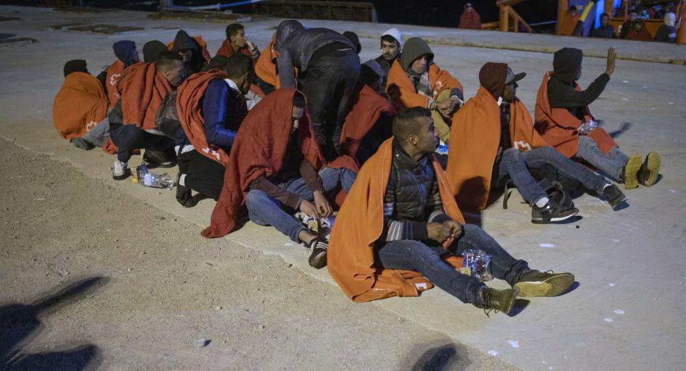 Inmigrantes ilegales en el puerto español de San Roque