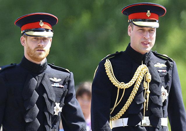 El príncipe William y el príncipe Harry en la boda de William con Kate Middleton