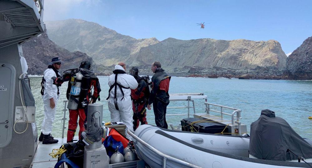 El equipo de rescate cerca del volcán Whakaari en Nueva Zelanda