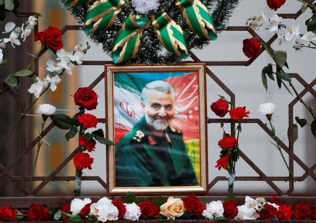 Un retrato de Qasem Soleimani, el general iraní asesinado por EEUU