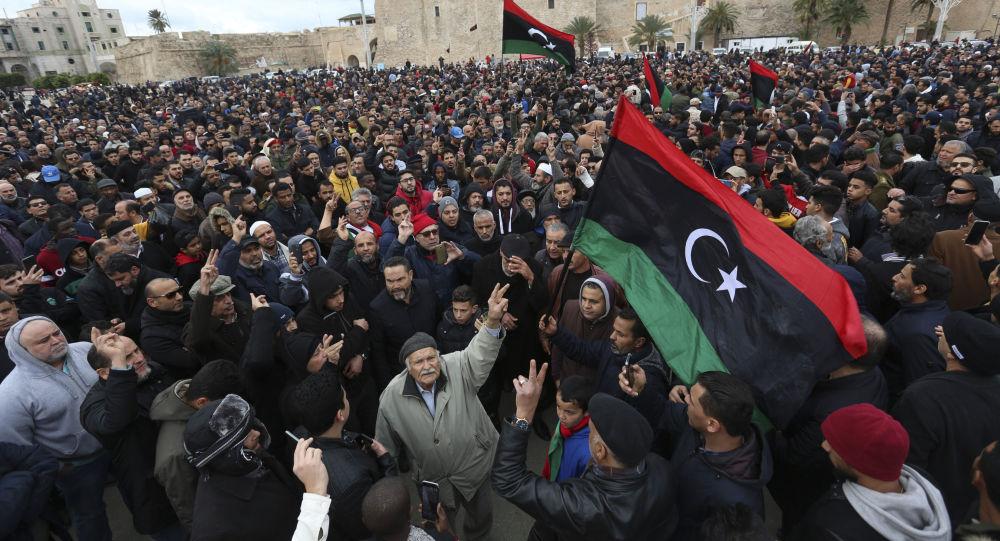 El funeral de cadetes en Trípoli tras choques violentos en Libia