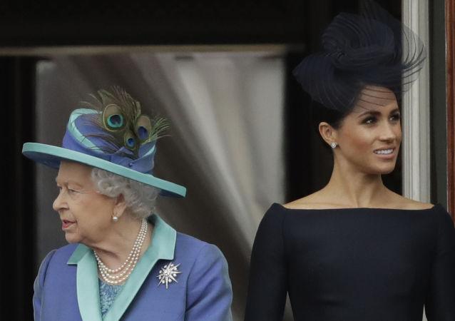 La reina Isabell II y la duquesa de Sussex, Meghan Markle