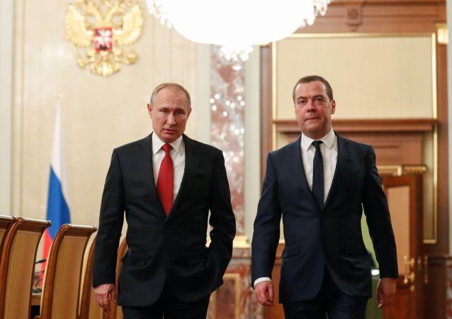 El presidente ruso, Vladímir Putin, y el primer ministro, Dmitri Medvédev