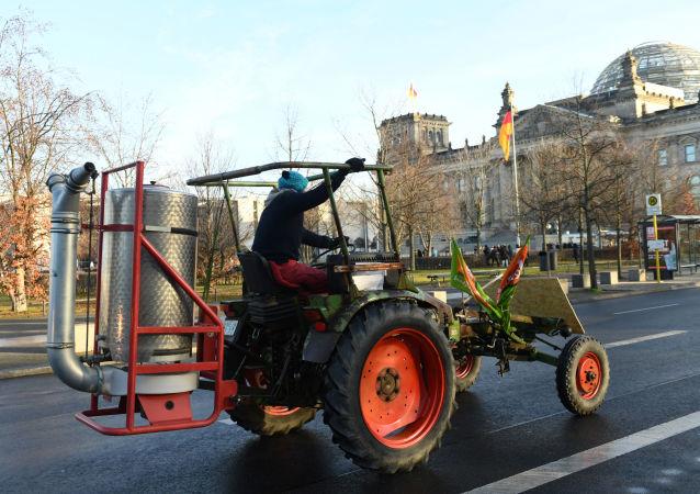 Activistas climáticos y agricultores protestan en Berlín