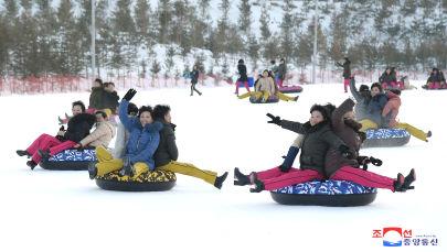 Aguas termales y pistas de esquí: Kim Jong-un inaugura un nuevo balneario